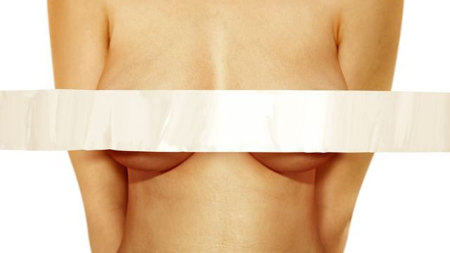 Les seins sont non seulement l'objet de fantasmes mais aussi d'injonctions. [ssuaphoto - Depositphotos]