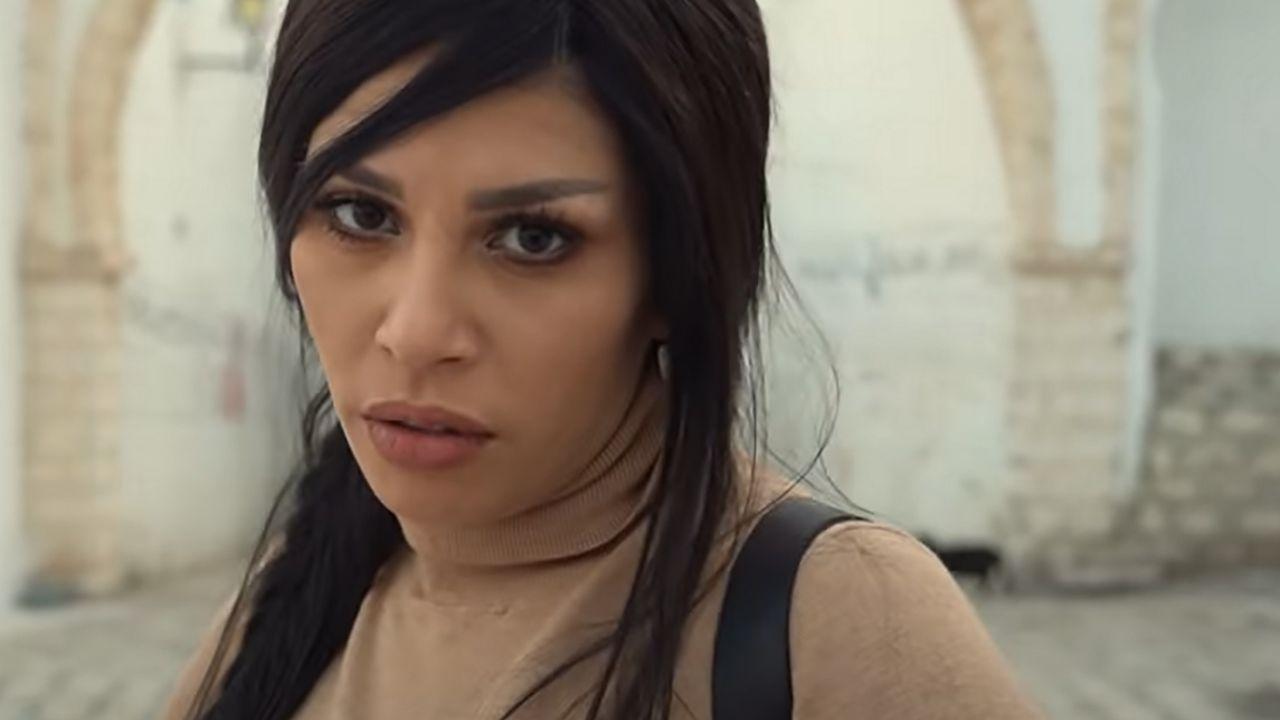 """Capture d'écran du clip """"3andek Jora"""" de la chanteuse tunisienne Zaza Show. [DR]"""
