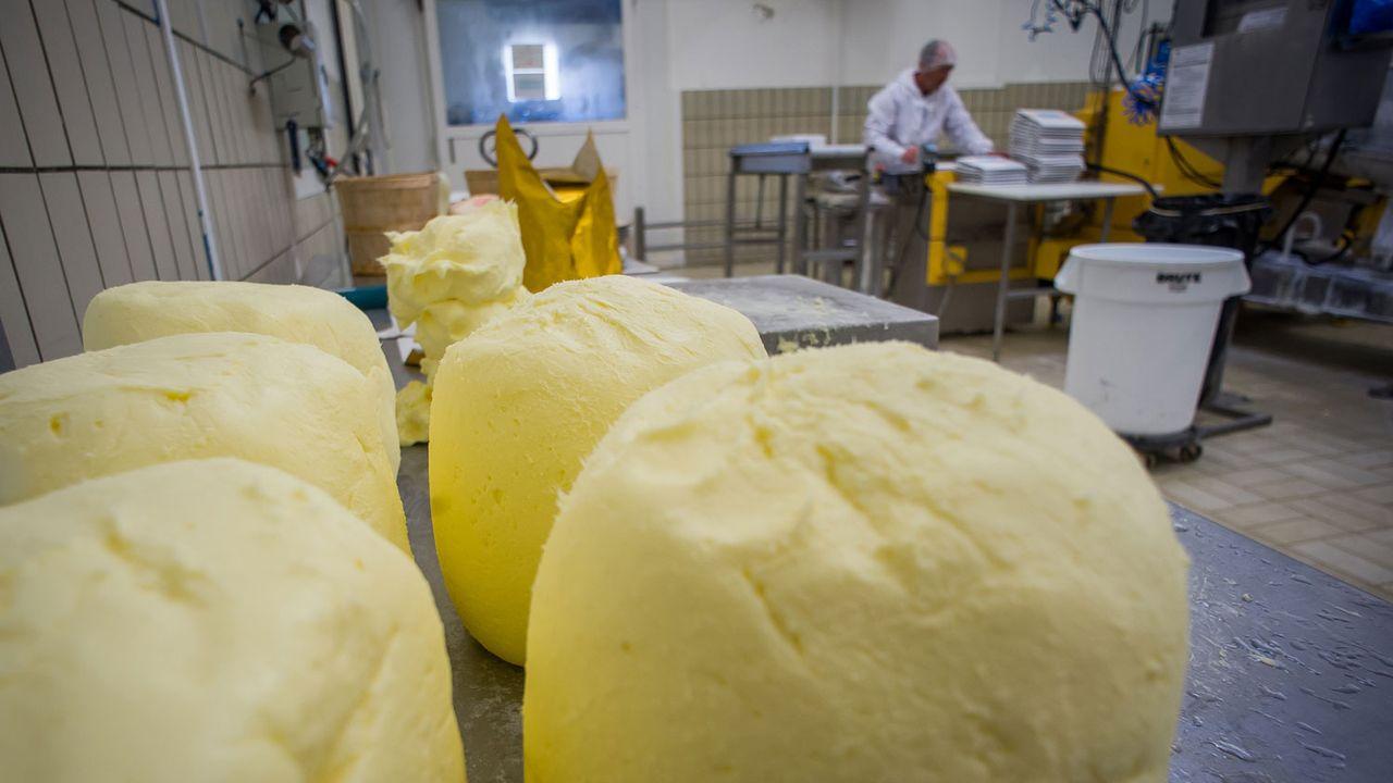 La production suisse de beurre ne permet pas de répondre à la demande. [Guillaume Souvant - AFP]