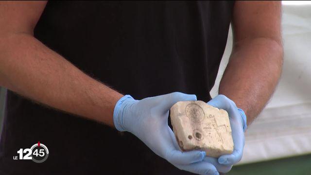Coire (GR): des fouilles archéologiques ont révélé un moule millénaire, utilisé pour fabriquer des bijoux ou objets sacrés [RTS]