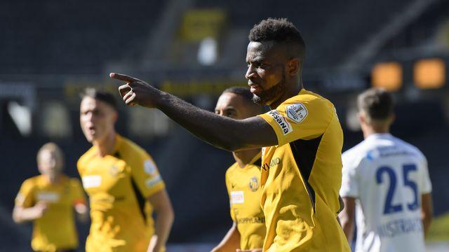 Avec son 30e but cette saison en Super League, Nsame égale Doumbia. [Anthony Anex - Keystone]