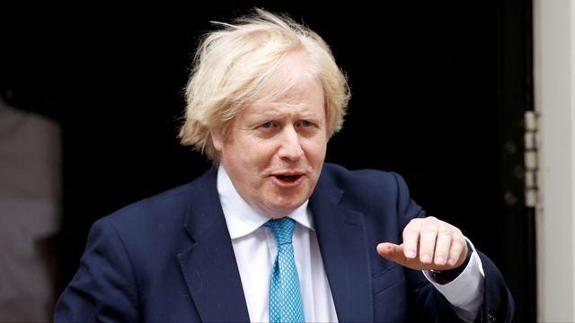"""""""Perdre du poids est difficile, mais avec quelques petits changements, nous pouvons tous nous sentir plus minces et en bonne santé"""", a déclaré le premier ministre britannique Boris Johnson. [John Sibley - Reuters]"""