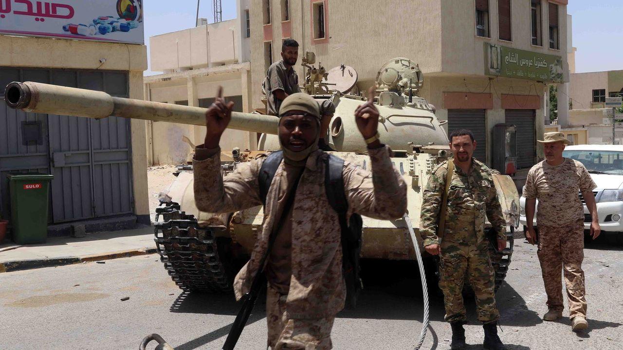 Membres des forces du GNA Tarhouna, près de Tripoli, début juin 2020. [Str - EPA/Keystone]