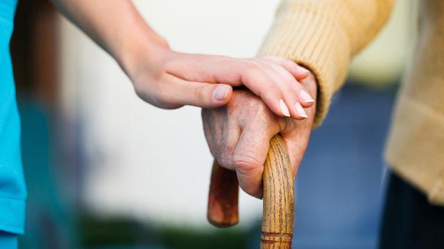 L'accompagnement des personnes souffrant de la maladie d'Alzheimer est très important. [Lighthunter - Depositphotos]