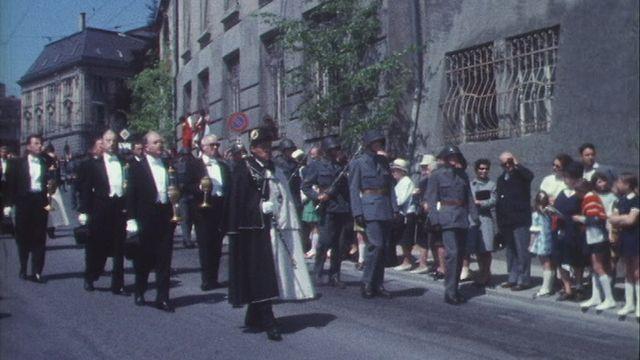 Procession de la Fête-Dieu à Fribourg [RTS]