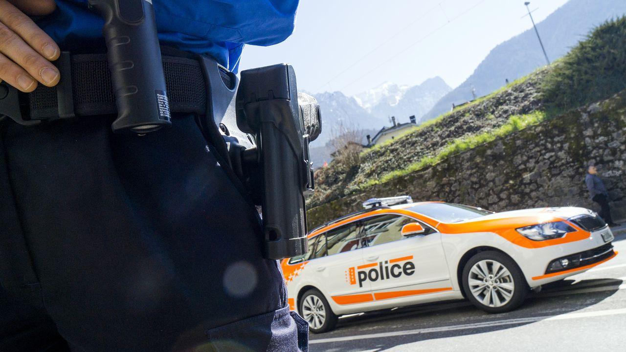 Une affaire de stupéfiants éclabousse le PDC en Valais. Deux proches du partis sont concernés par l'enquête, dont un policier arrêté pour violation du secret de fonction. [Olivier Maire - Keystone]