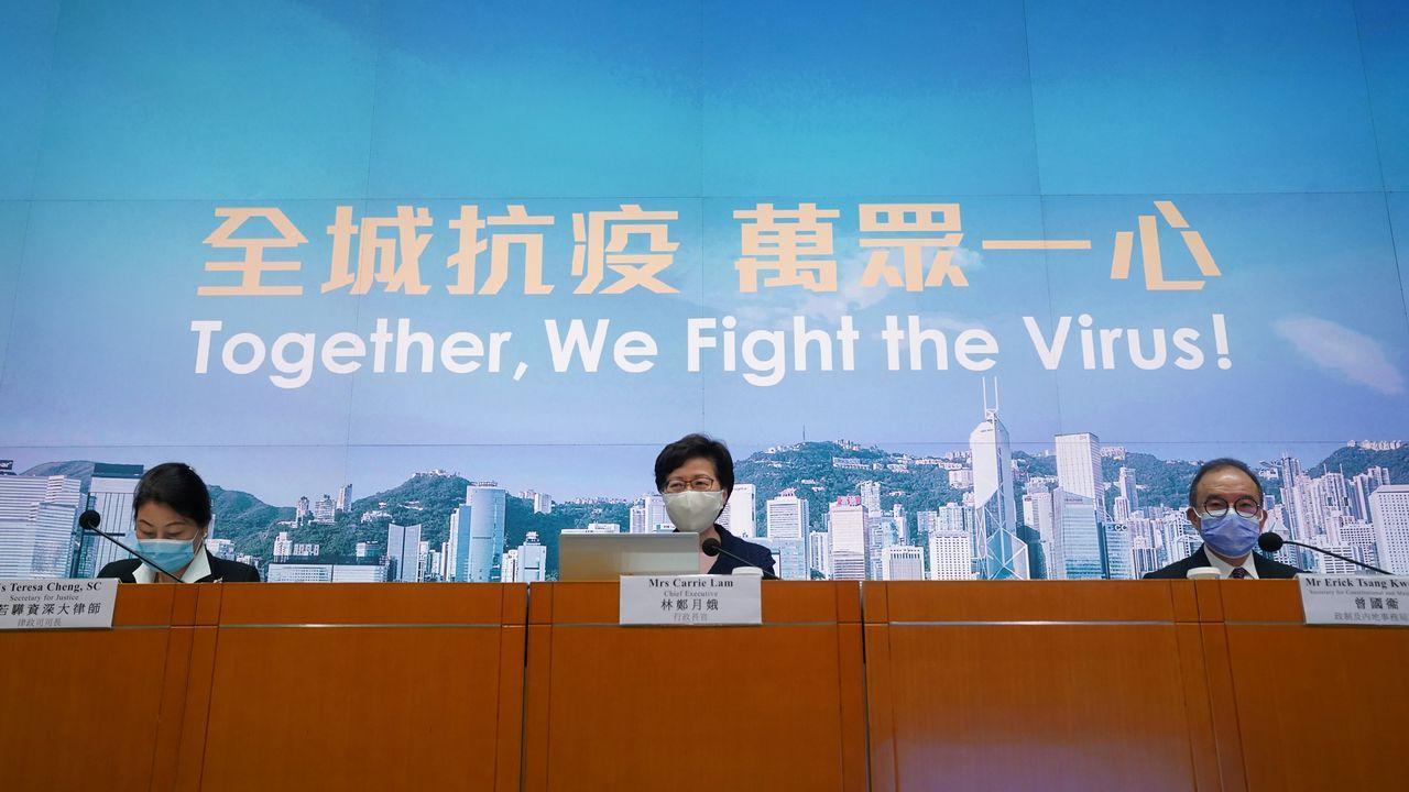 Carrie Lam a reporté d'un an les élections législatives à Hong Kong, provoquant la colère des pro-démocratie [Lam Yik - Reuters]