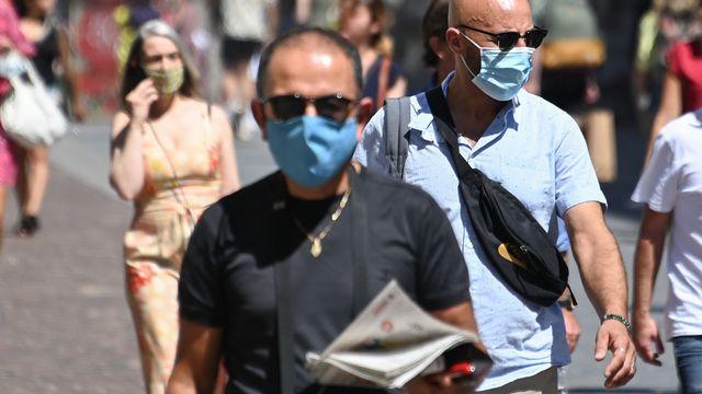 Le port du masque dans la rue est notamment obligatoire, désormais, à Lille. [Denis Charlet - AFP]