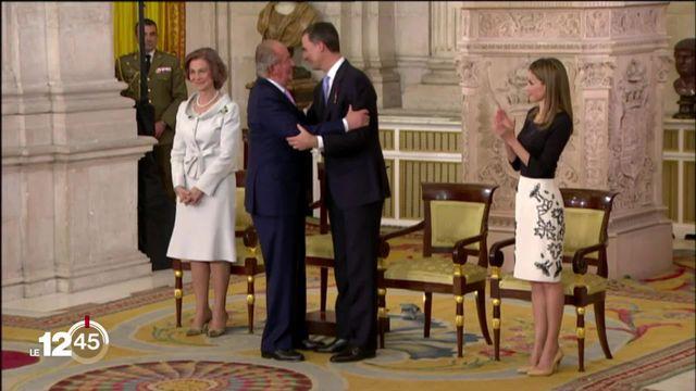 L'ex-roi Juan Carlos, soupçonné de corruption,quitte l'Espagne. [RTS]