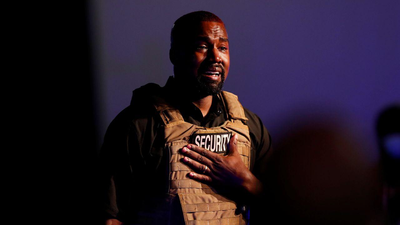 Le rappeur Kanye West a fondu en larmes lors du lancement de sa candidature présidentielle à Chaleston. [Randall Hill - Reuters]