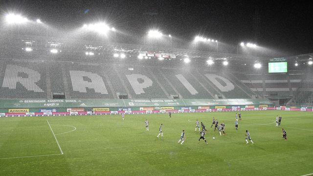 Les supporters pourront à nouveau faire vibrer l'enceinte du Rapid Vienne. [Hans Punz - Keystone]