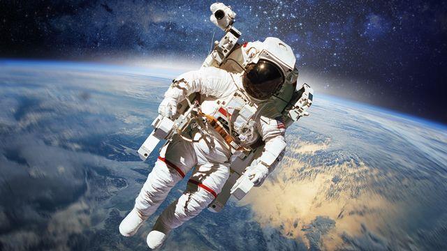 Le scooter spatial sécurise les astronautes durant leurs sorties extravéhiculaires. [ibreakstock]
