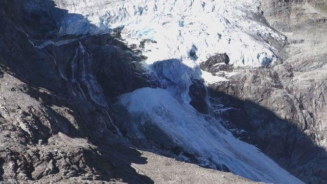 Le glacier de Tourtemagne coupé en deux après un spectaculaire effondrement [RTS]