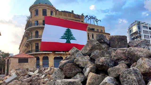 Le drapeau libanais sur la Place des martyrs à Beyrouth. [Mouna Hussain  - RTS]