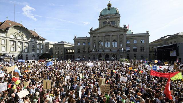 La manifestation nationale pour le climat avait rassemblé plusieurs dizaines de miliers de personnes en septembre 2019. [Anthony Anex - EPA/Keystone]