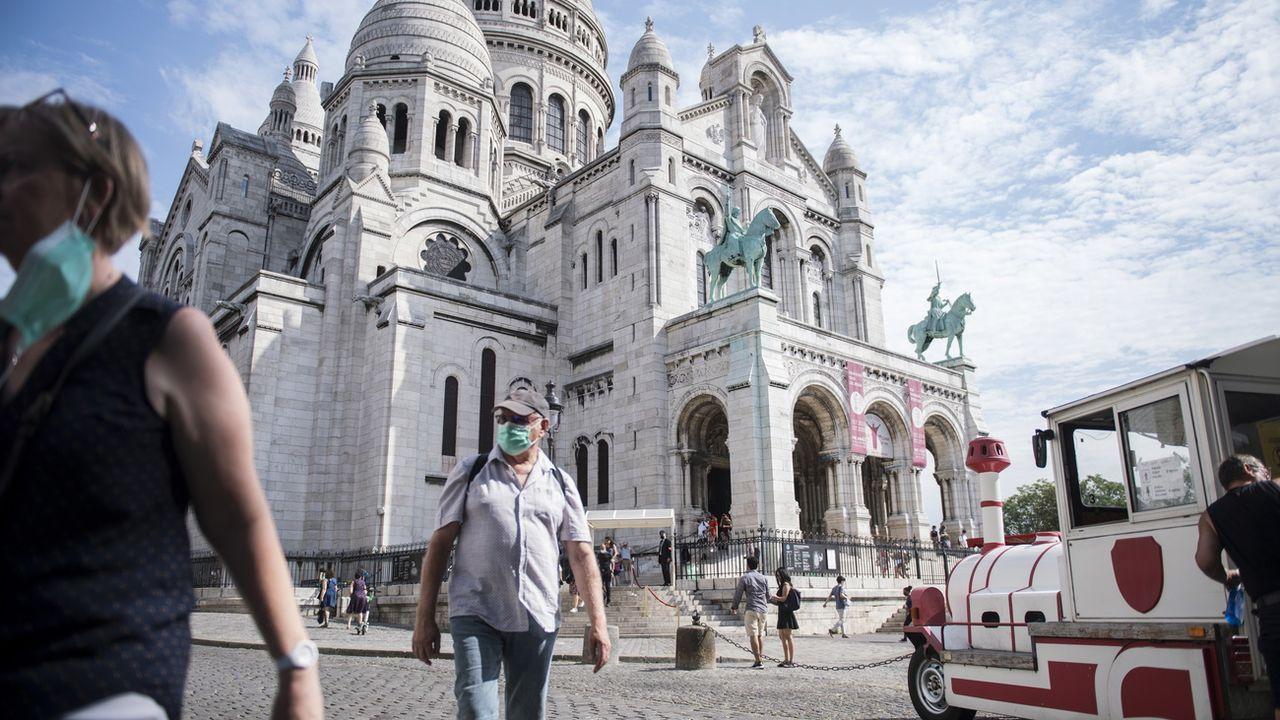 A Paris, le masque est désormais obligatoire dans certaines zones, notamment touristiques. [Julien de Rosa - EPA/Keystone]