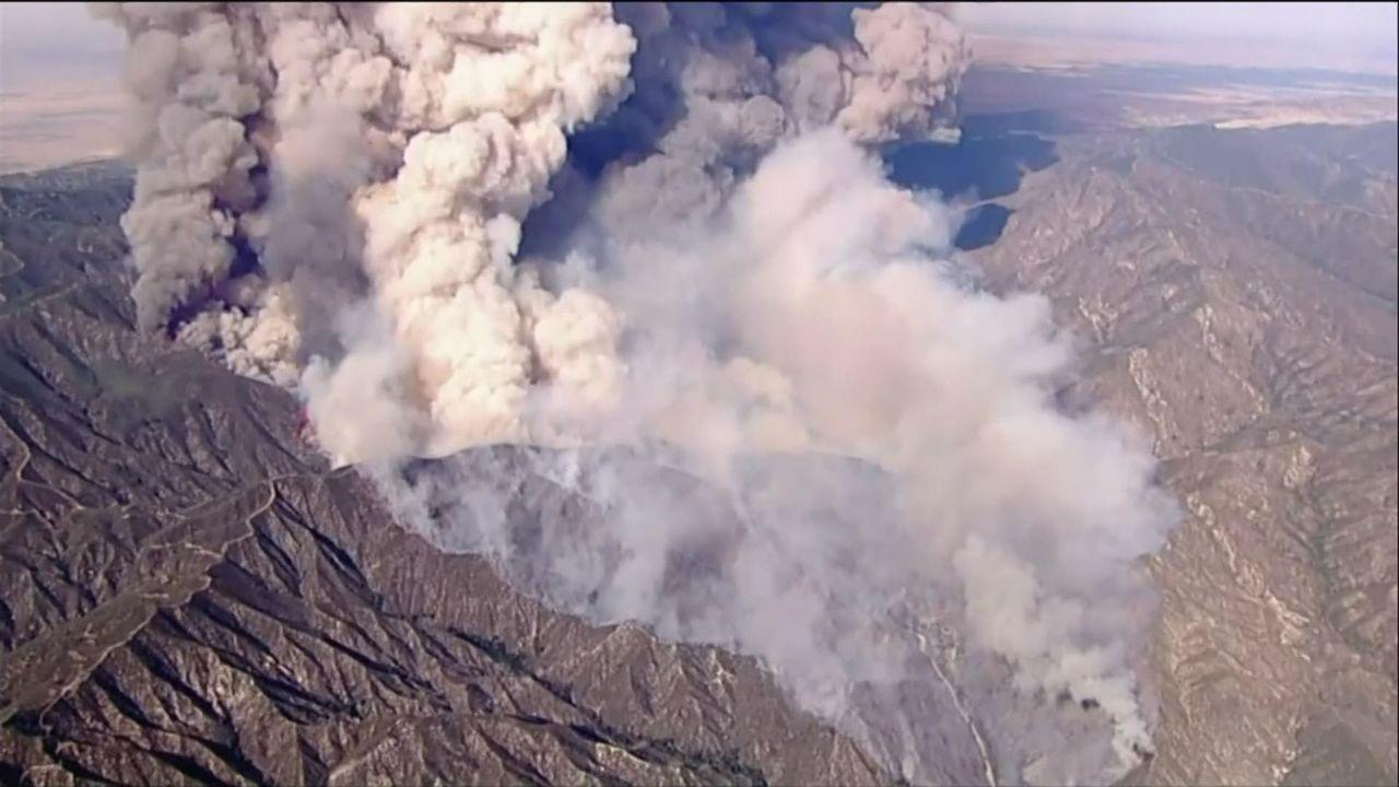 Un énorme incendie s'est déclaré en Californie #LakeFire [RTS]