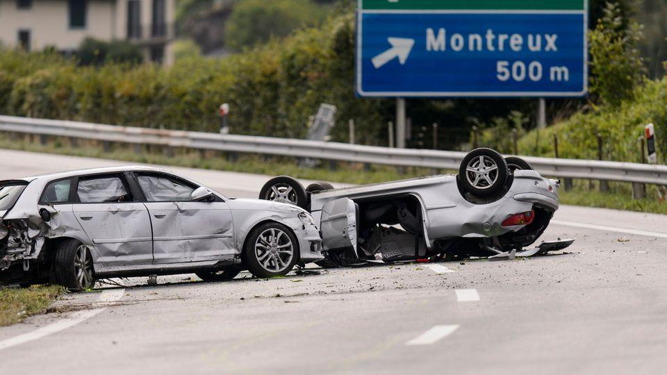 Au total 290 conducteurs âgés de 18 à 24 ans ont été grièvement blessés dans un accident de la circulation en 2019, contre 612 en 2009.  [Jean-Christophe Bott - Keystone]