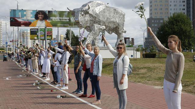 Les chaînes humaines se multiplient contre la répression en Biélorussie. [Tatyana Zenkovich - EPA]