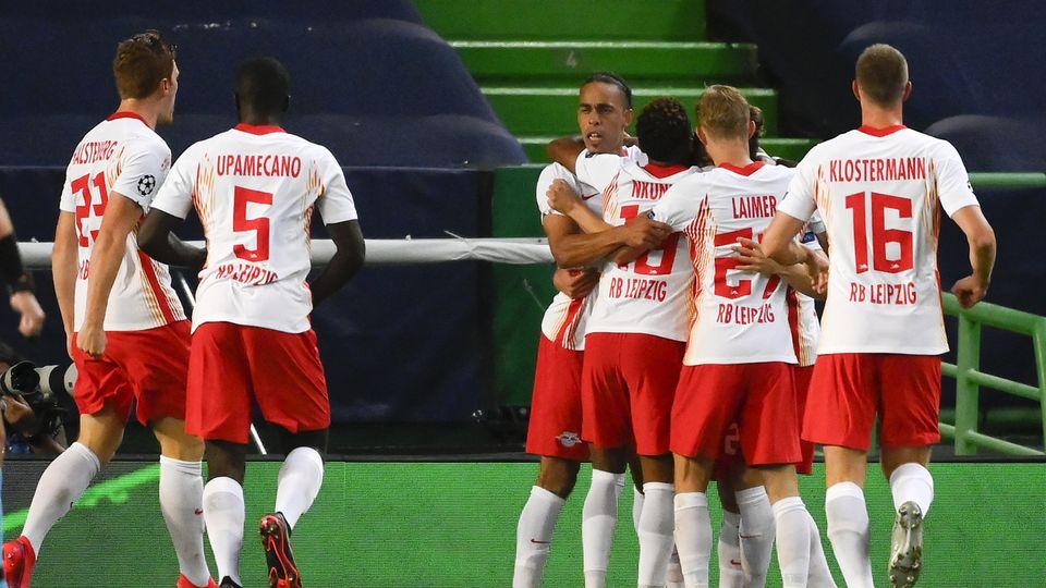 Les Allemands du RB Leipzig célèbrent l'ouverture du score. [Lluis Gene/Pool Photo via AP - Keystone]