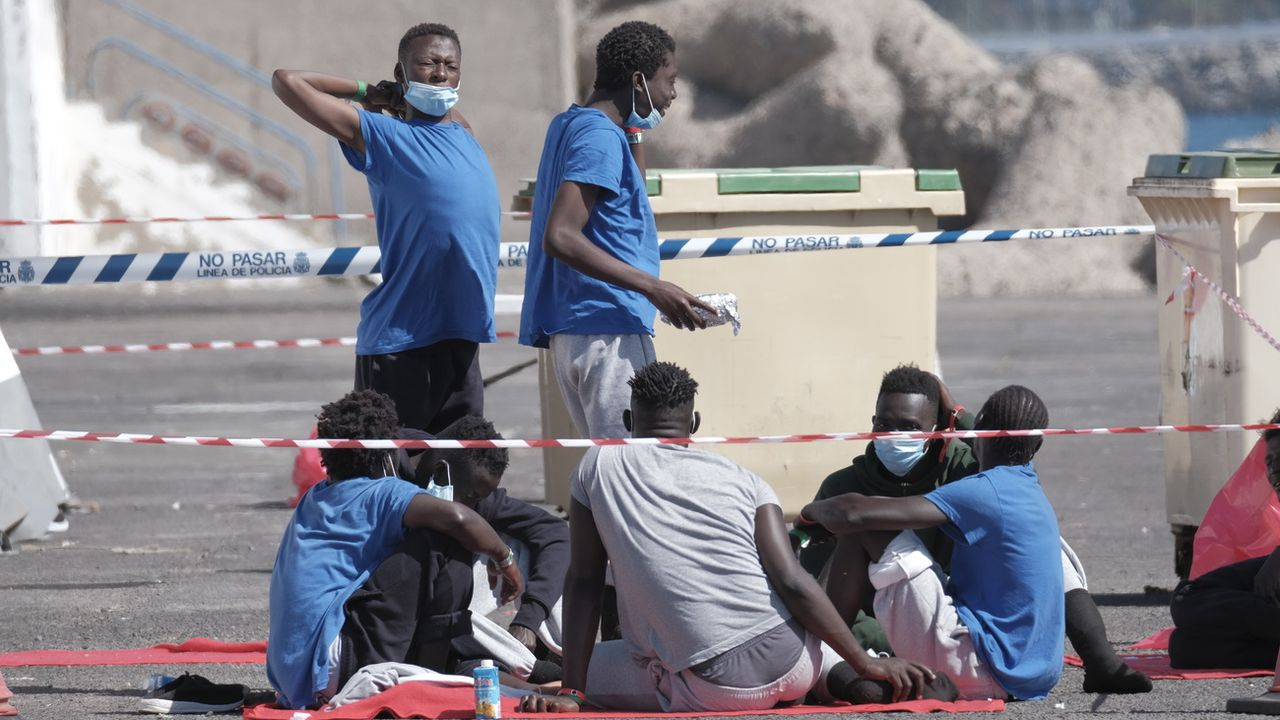 Migrants sur le port d'Arguineguin, aux Canaries, 05.08.2020. [Angel Medina - AFP]