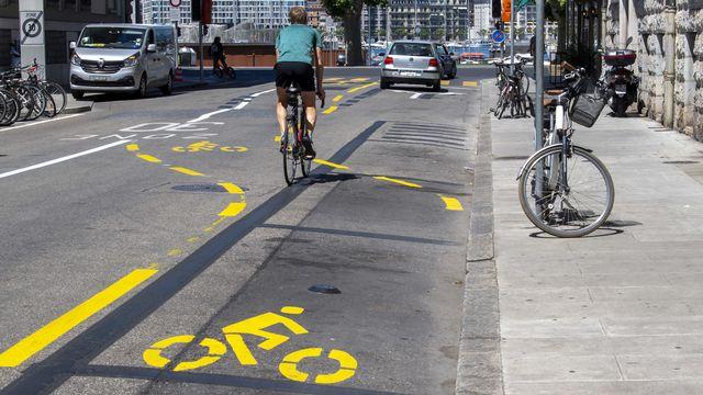 """Genève inaugure son réseau de vélos en libre service """"VéloPartage"""". [Martial Trezzini - Keystone]"""