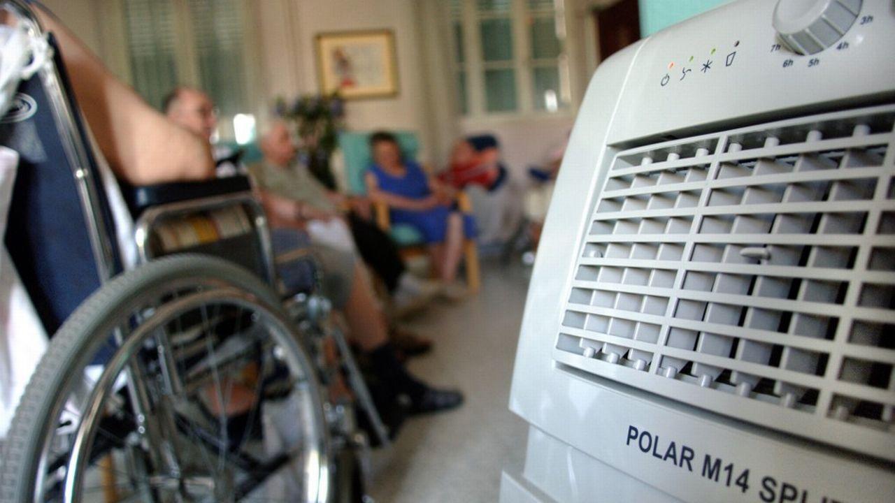 Les appareils mobiles de climatisation se multiplient en cas de canicule. [Jean-Phlippe Ksiazek - AFP]