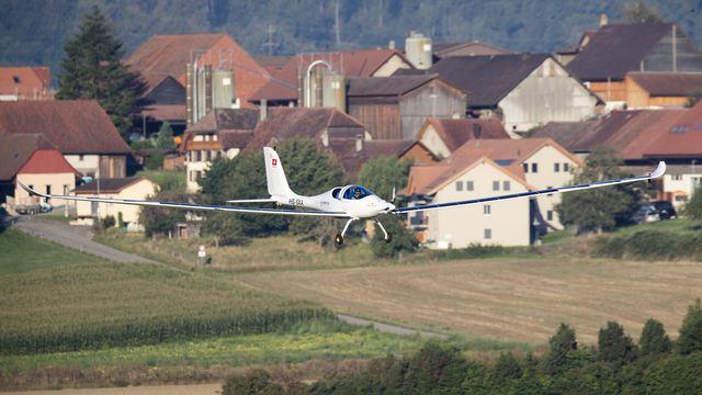 Pour la première fois, l'avion SolarStratos a pu effectuer un premier vol avec deux personnes à bord. [Cyril Zingaro - Keystone]