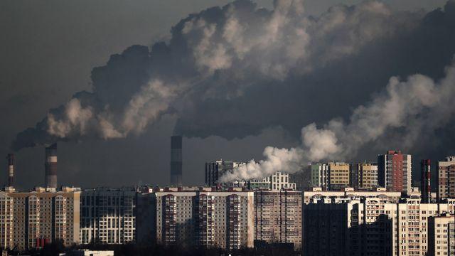 L'activité humaine a induit une hausse massive et inédite des concentrations de CO2 dans l'atmosphère. [Maxim Shipenkov - EPA/Keystone]