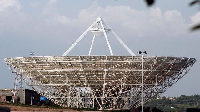Lancé en 2015, AstroSat, le premier observatoire spatial astronomique indien, a permis pour la première fois de chercher des galaxies ultraviolettes situées à des distances intermédiaires. [Manjunath Kiran - EPA/Keystone]
