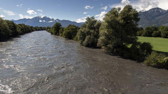 Dimanche matin, le débit de la Maggia était de 1500 mètres cubes d'eau par seconde, une valeur qui n'est atteinte que tous les trois ou quatre ans. [Francesca Agosta - keystone]