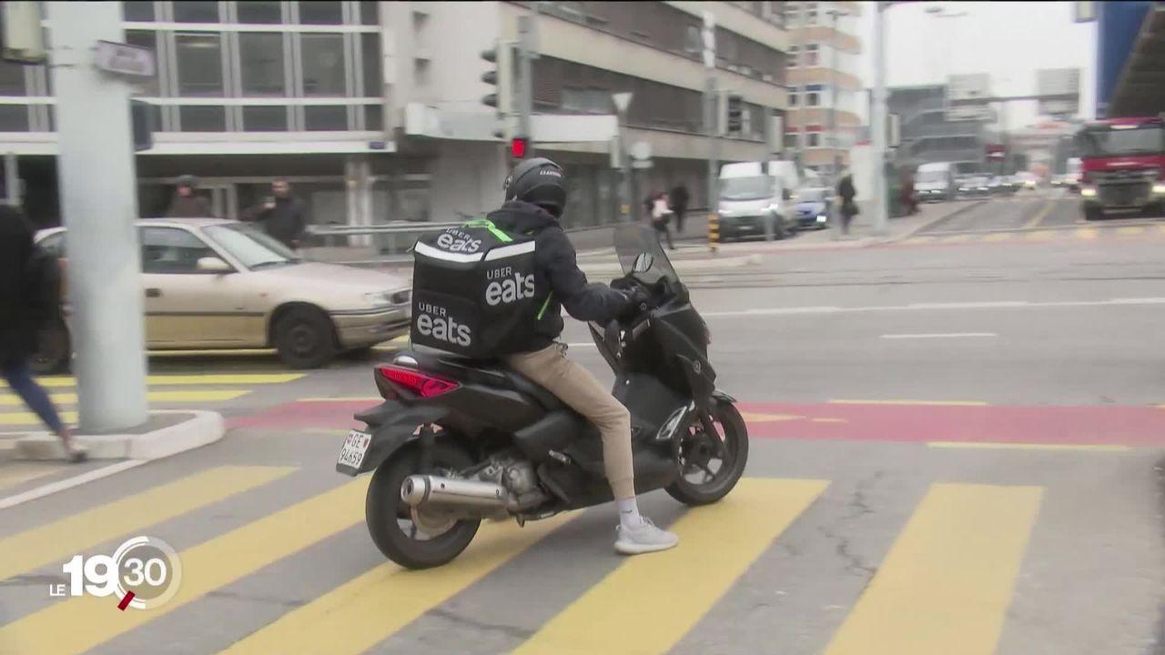 Les livreurs d'Uber Eats à Genève seront dès mardi au bénéfice d'un contrat de travail. [RTS]