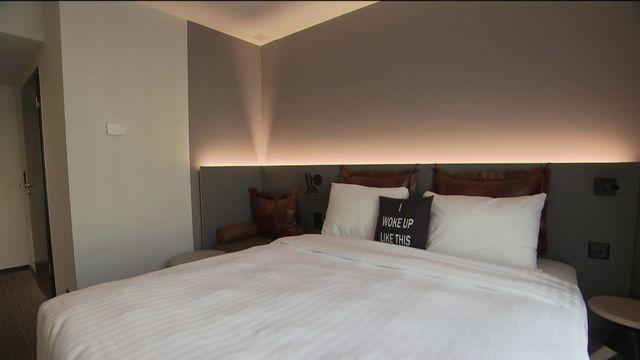 Un nouvel hôtel va ouvrir cette semaine à Genève, peine croyable en cette période de marasme. [RTS]