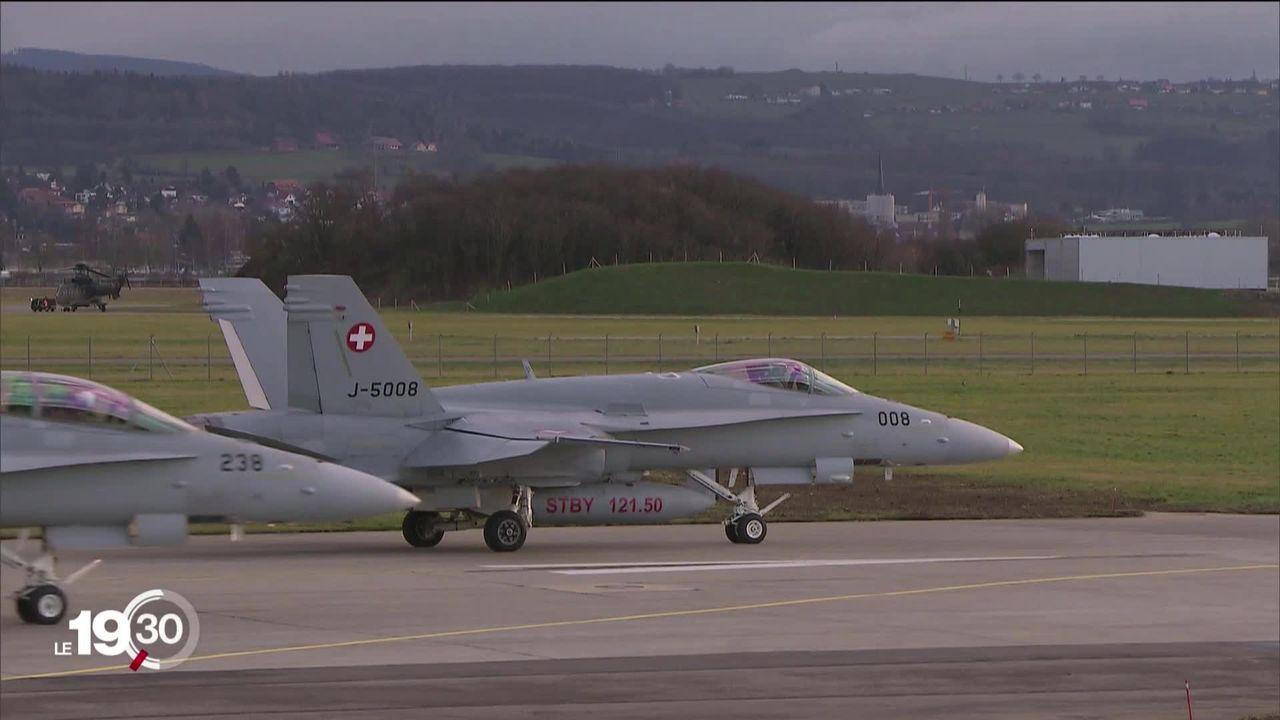 Le premier sondage Tamedia montre une population divisée sur l'achat des nouveaux avions de combat. [RTS]