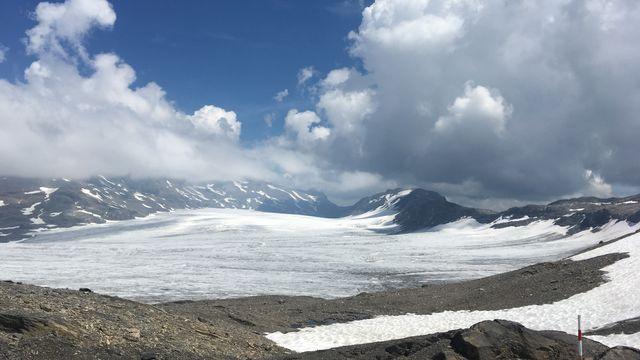Le glacier de la Plaine Morte qui domine les hauteurs de Crans Montana. [RTS]
