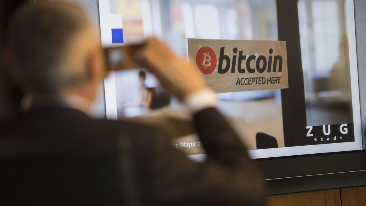Une boutique de la vieille ville de Zug accepte les bitcoin. [Urs Flueeler - Keystone]
