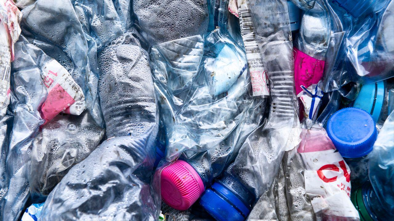 La production mondiale de plastique a atteint son pic et devrait diminuer à l'avenir, selon Carbon Tracker. [Christian beutler - Keystone]