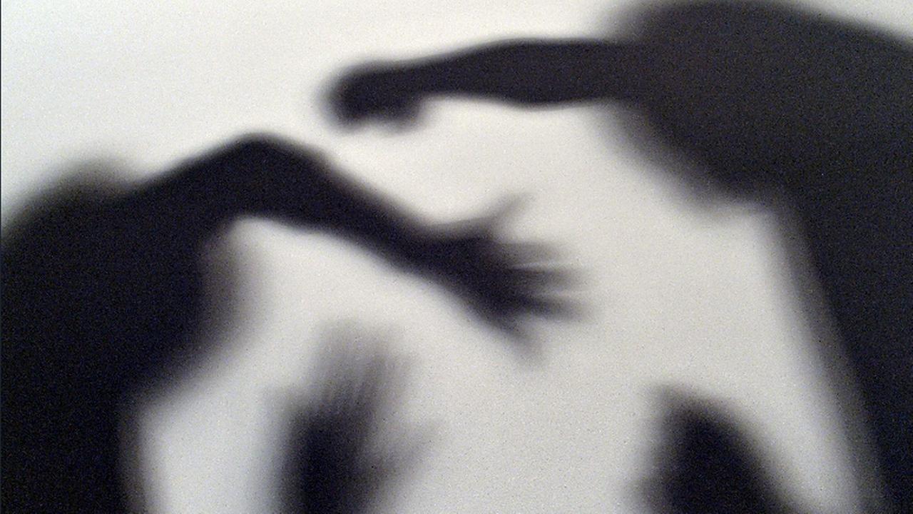 Une femme par mois meurt en Suisse sous les coups de son conjoint. [Maurizio Gambarini - AFP]