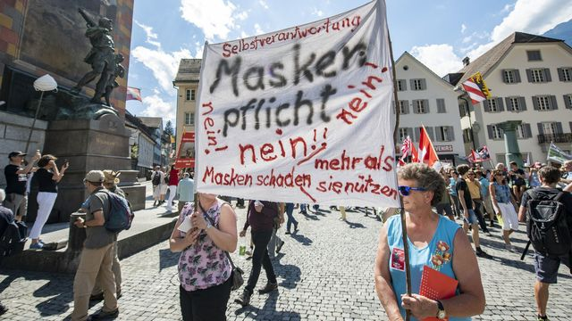 Des manifestants anti-masques à Altdorf (UR). [Urs Flueeler - Keystone]