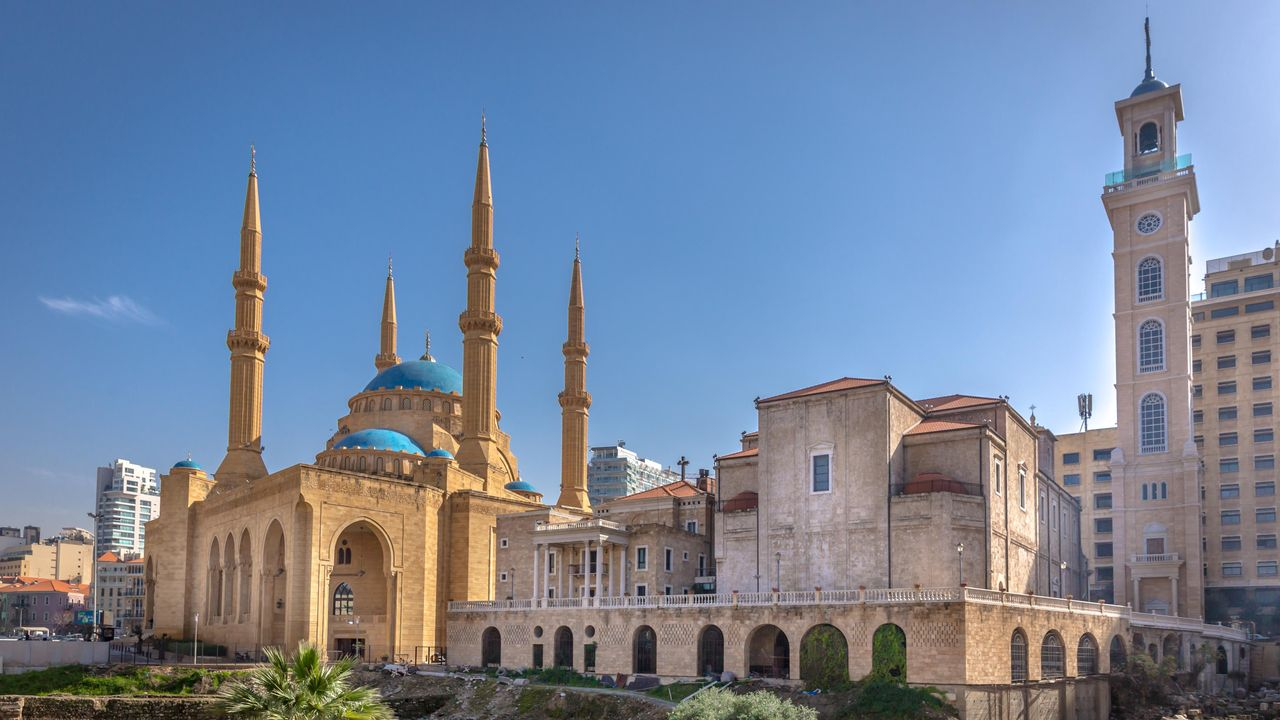 une mosquée côtoie une église à Beyrouth, Liban [Ispencer - Depositphotos]