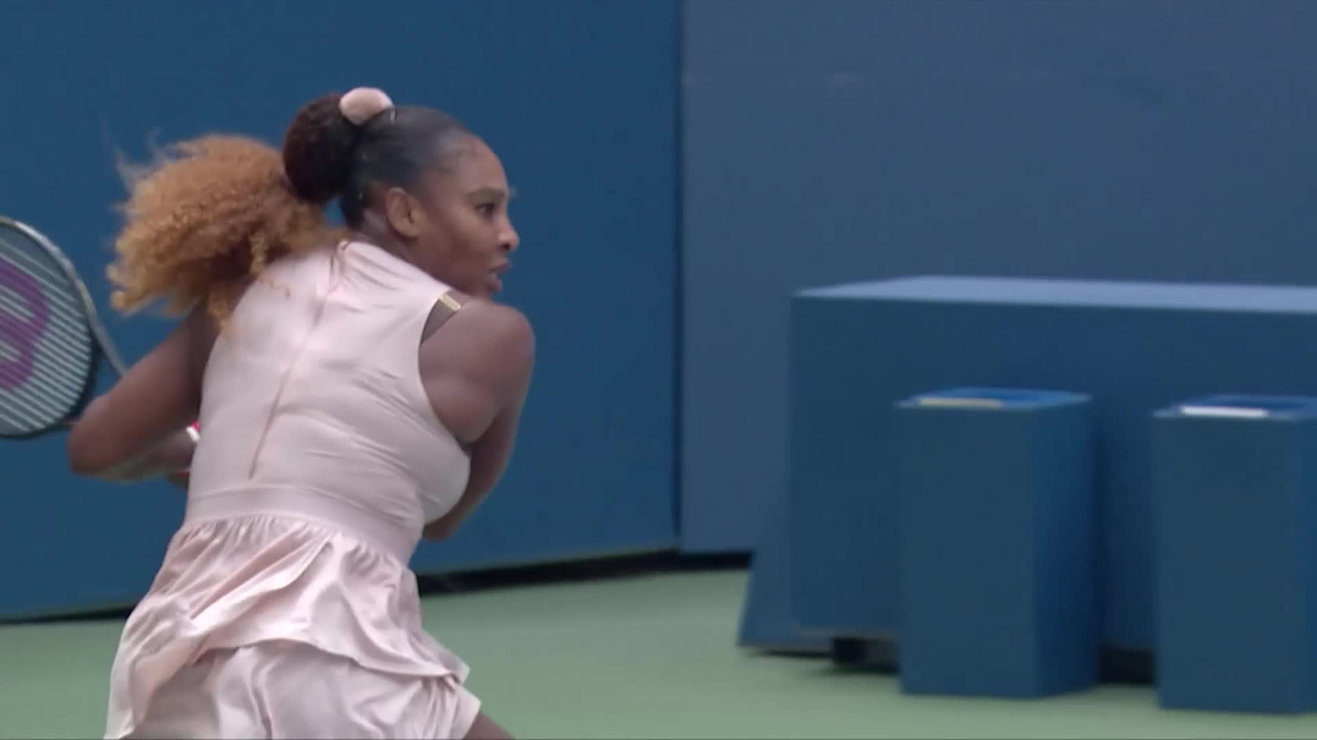 Serena lutte, Medvedev, Thiem et Azarenka impressionnent — US Open