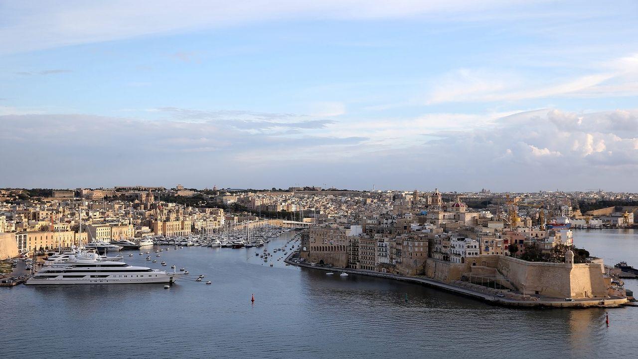 Vue générale du port de La Valette, capitale de l'île de Malte, une île dénoncée par Amnesty International pour ses agissements contre les arrivées de migrants. [Domenic Aquilina - Keystone]