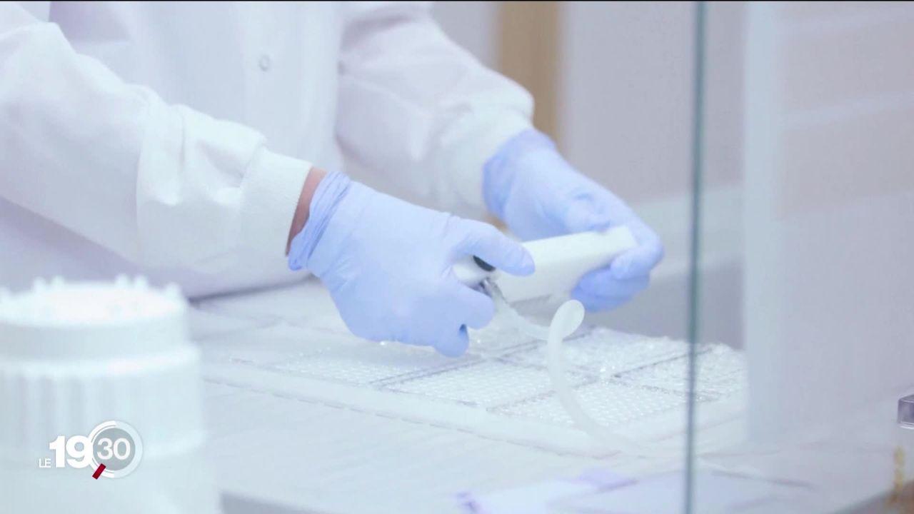 Le vaccin développé en Grande-Bretagne a provoqué une maladie inexpliquée chez un participant à la phase de test, suspendue. [RTS]