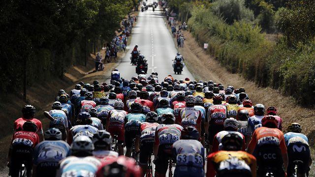 Le Tour de France entame la traversée du Massif central avec une étape de 218km entre Chauvigny et Sarran, en Corrèze. [Thibault Camus - AP Photo - Keystone]