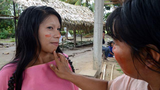 Peinture de bienvenue chez les Ashaninka en Amazonie. [Cris Bouroncle - AFP]
