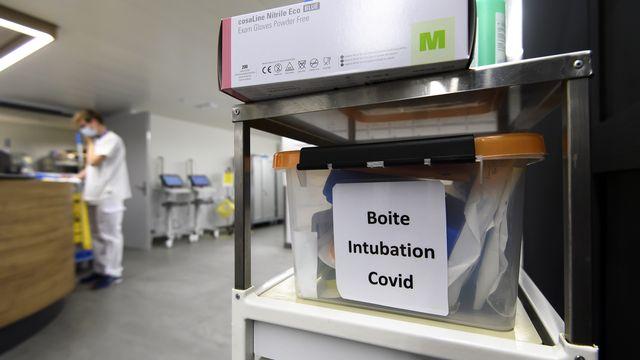 Un kit d'intubation de l'hôpital cantonal fribourgeois [Anthony Anex - Keystone]