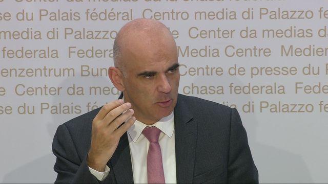 """Alain Berset: """"Nous avons décidé de prolonger la durée de validité de l'allocation pour perte de gains"""" [RTS]"""