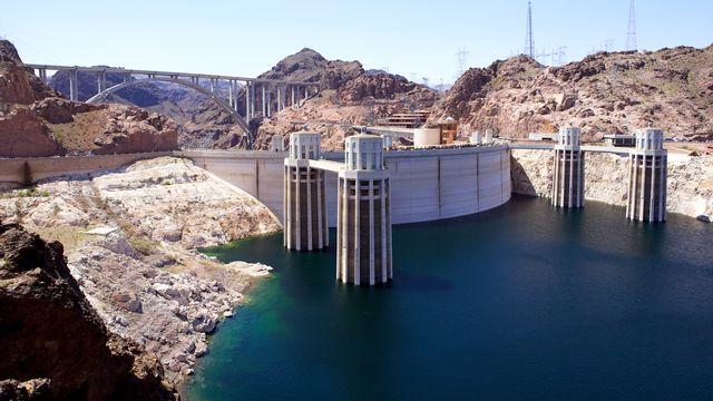 Le Barrage Hoover sur le fleuve Colorado aux États-Unis. [dibrova - Depositphotos]