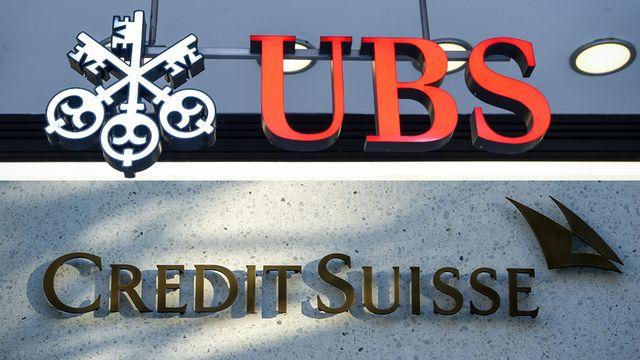 UBS et Credit Suisse plancheraient sur un projet de fusion, selon un blog d'informations financières. [Photomontage - Keystone]