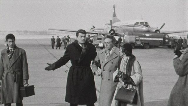 Jean Marais et Jean Cocteau à Cointrin en 1954. [RTS - RTS]